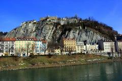 Huizen op een heuvel en een rivier, Grenoble, Frankrijk Royalty-vrije Stock Afbeelding