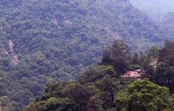 Huizen op het heuvellandschap Royalty-vrije Stock Foto's