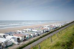Huizen op het strand van de Noordzee Stock Foto