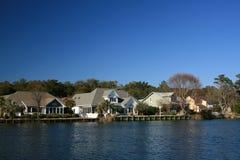 Huizen op het water Royalty-vrije Stock Foto's