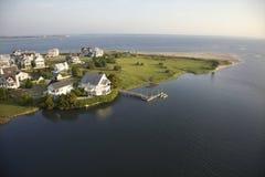 Huizen op kust. Stock Foto
