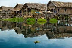 Huizen op meer Inlé royalty-vrije stock foto's