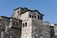 Huizen op Muren van Kasteel Stock Afbeeldingen