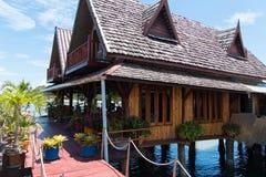 Huizen op stelten in het visserijdorp royalty-vrije stock foto's
