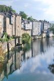 Huizen over de rivier Stock Foto