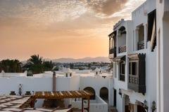 Huizen in stijl аrabic met witte muren en houten balkons, B Royalty-vrije Stock Foto