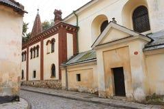 Huizen van de 17de eeuw op een kleine straat Stock Afbeelding