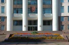 Huizen van het Parlement in Chisinau, Moldova stock afbeeldingen