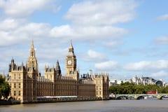 Huizen van het Parlement, de Brug van Londen, Westminster, Rivier Theems, landschap, exemplaarruimte Stock Foto's