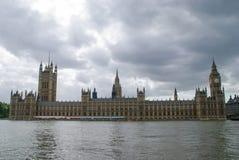 Huizen van het Parlement tegen een Voortekenhemel Stock Afbeelding