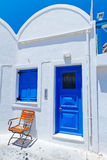 Huizen van Oia dorp bij eiland Santorini Stock Foto's