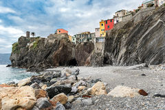 Huizen van Vernazza-stad, op de rotsen van het nationale park van Cinque Terre in Italië worden gebouwd dat Royalty-vrije Stock Afbeelding