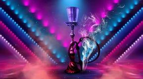 Huka auf einem schönen orientalischen Hintergrund, Rauch lizenzfreie stockfotografie
