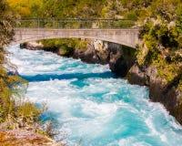 Huka nedgångar på den Waikato floden nära Taupo Royaltyfri Bild