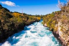 Huka nedgångar på den Waikato floden nära Taupo Royaltyfri Fotografi