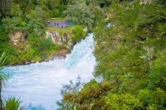 Huka puissant tombe sur la rivière de Waikato près de l'île du nord Nouvelle-Zélande de Taupo photo libre de droits