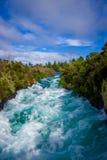 Huka puissant tombe sur la rivière de Waikato près de l'île du nord Nouvelle-Zélande de Taupo photographie stock libre de droits