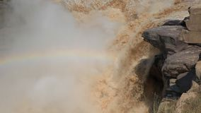 Hukou ο καταρράκτης-μεγαλύτερος κίτρινος καταρράκτης στην Κίνα απόθεμα βίντεο