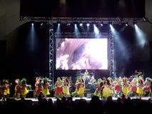 Hula tancerzy preform jako Kapena bawić się na scenie przy spotkanie koncertem Obraz Royalty Free