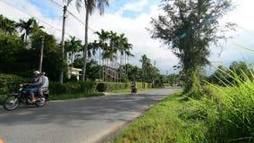 Hulajnoga biega na wiejskiej drodze w Quang Nam, Wietnam zbiory