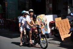 Hulajnoga ruch drogowy w Wietnam Zdjęcie Royalty Free