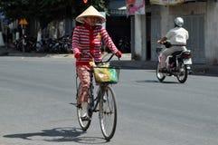 Hulajnoga ruch drogowy w Wietnam Zdjęcia Stock