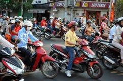 Hulajnoga ruch drogowy w Wietnam Zdjęcia Royalty Free