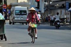 Hulajnoga ruch drogowy w Wietnam Obrazy Royalty Free