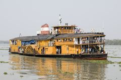 Hularhat,孟加拉国, 2017年2月27日:火箭队-一艘古老明轮船 库存照片
