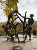 Hulde aan de Jeugd - een groepsbeeldhouwwerk, Saskatoon Stock Fotografie