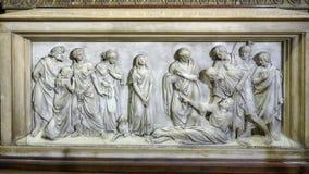 Hulp die Maagdelijke Mary binnen Milan Cathedral, de kathedraalkerk kenmerken van Milaan, Lombardije, Italië stock afbeelding