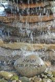 Hulp! Ik ben een rots Stock Foto