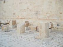 Hulp op de muren Egypte Ruïnes van Egypte Oude kolommen royalty-vrije stock afbeelding
