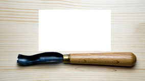 Hulpmiddel om op een houten achtergrond met een plaats woodcarving voor het schrijven Stock Foto's
