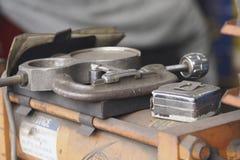 Hulpmiddelen in een Winkel van de Geluiddemper Royalty-vrije Stock Foto's