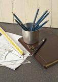 Hulpmiddelen en documenten met schetsen Stock Afbeelding