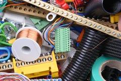 Hulpmiddelen en kabels in elektrohuisinstallatie die worden gebruikt royalty-vrije stock foto