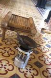 Hulpmiddelen en materiaal om batik te maken stock foto