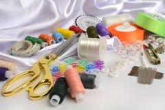 Hulpmiddelen en toebehoren voor het naaien Royalty-vrije Stock Afbeeldingen