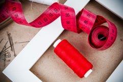 Hulpmiddelen om te naaien en met de hand gemaakt Stock Afbeeldingen