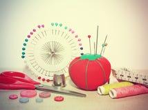 Hulpmiddelen om te naaien en met de hand gemaakt Royalty-vrije Stock Foto's