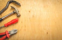 Hulpmiddelen op een houten achtergrond Stock Foto