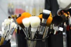 Hulpmiddelen van producten van de de manier de kosmetische borstel van de vrouwenschoonheid voor gezichts Diverse make-upborstels royalty-vrije stock foto's