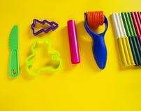 Hulpmiddelen voor creatieve hobbys Het vormen van plasticine, stapel, vorm, deegrol stock fotografie