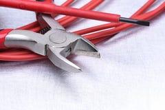 Hulpmiddelen voor elektricien en kabels stock afbeelding