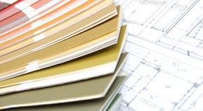 Hulpmiddelen voor huisvernieuwing op architecturale tekening Stock Fotografie
