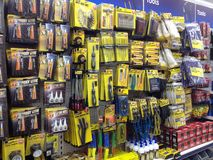Hulpmiddelen voor verkoop in een opslag Stock Foto's