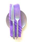 Hulpmiddelreeks op dinerlijst Stock Fotografie