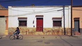 Humahuaca -城市街道在一个晴天 库存照片