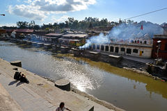 Human cremation along the holy Bagmati River at Pashupatinath, N Stock Images